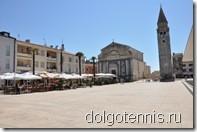 Центральная площадь города. Церковь Святого Рока — главная достопримечательность города — построена в 1514 году.