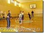 Занятия секции тенниса в спортзале школы №1 проводит Максим Никаноров. Сентябрь 2005 г. Долгопрудный