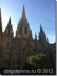 Кафедральный собор Барселоны посвящен Св. Евлалии, юной девушке, жившей в IV в., которая была подвергнута пыткам и приняла мученическую смерть за христианскую веру.