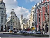 Центральные улицы Мадрида Alcalá переходит в Gran Via.