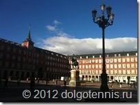 Знаменитая площадь Пласа-Майор (Plaza Mayor). В центре - памятник королю Филиппу III