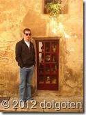 Подозрительно маленькая дверь в Таррагоне