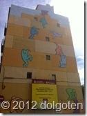 Таррагона: люди карабкаются прямо по отвесной стене.