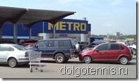 Машины столкнулись на стоянке METRO, пока хозяева посещали супермаркет.