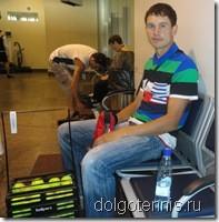 Тренер Максим Никаноров перед вылетом в аэропорту Шереметьево
