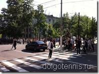 Загадочное шествие по Институтскому переулку.