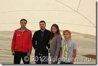 Юля Баранова с папой и братом во время подъёма купола будущего Теннисного центра в Долгопрудном. Сентябрь 2012 г.